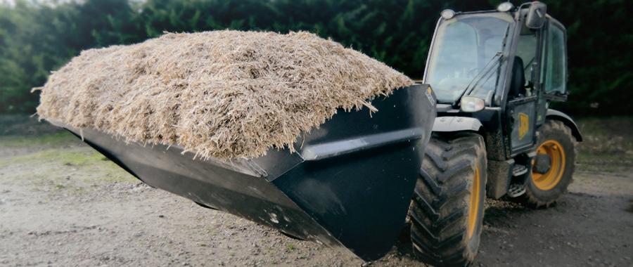 tracteur avec miscanthus